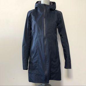 Lululemon definitely raining rain jacket in navy